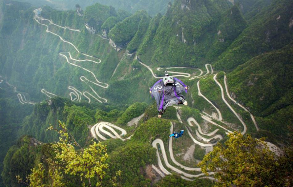 Montaña Tianmen con trajes aéreos de