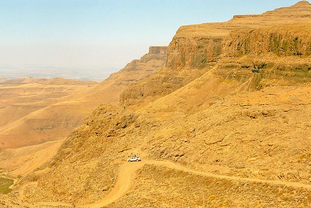 Curvas en Sani Pass