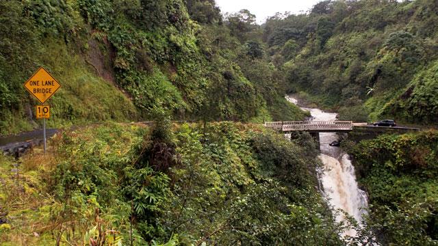 Puente en Hana highway