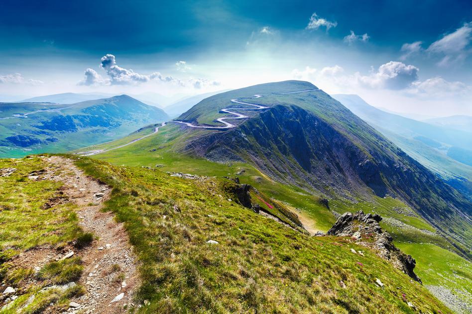 La carretera llegando al pico montañoso de Urdele