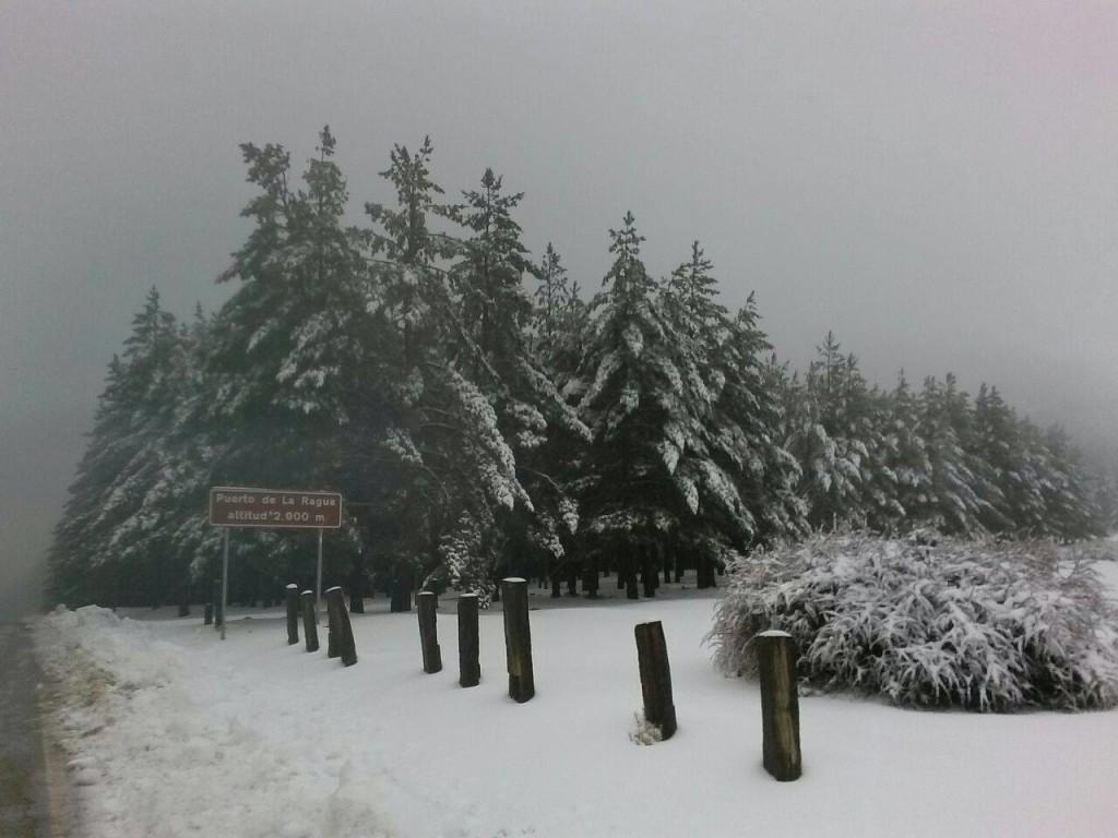 Cartel del Puerto de la Ragua, un día de nieve