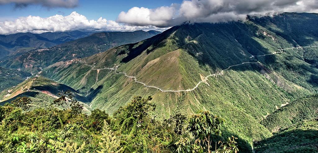 Vista aérea del camino a Los Yungas