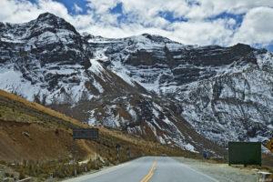 Montañas nevadas cerca del paso de Ticlio