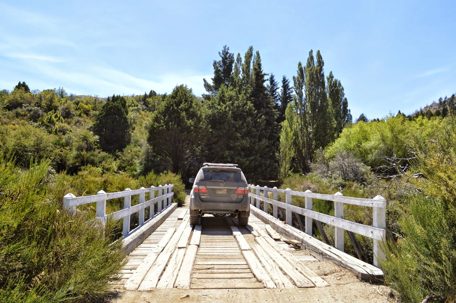 Puente de madera en el Paso Carirriñe