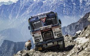 Camión en el Paso de Rohtang La