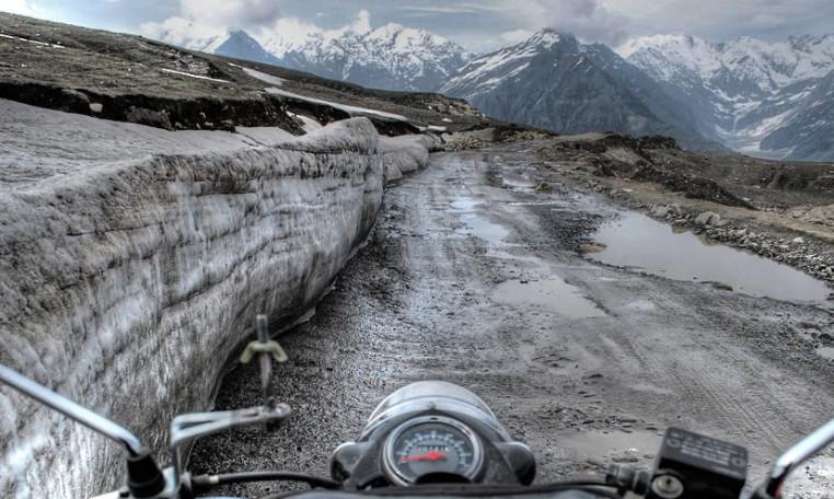 Moto en el Paso Rohtang