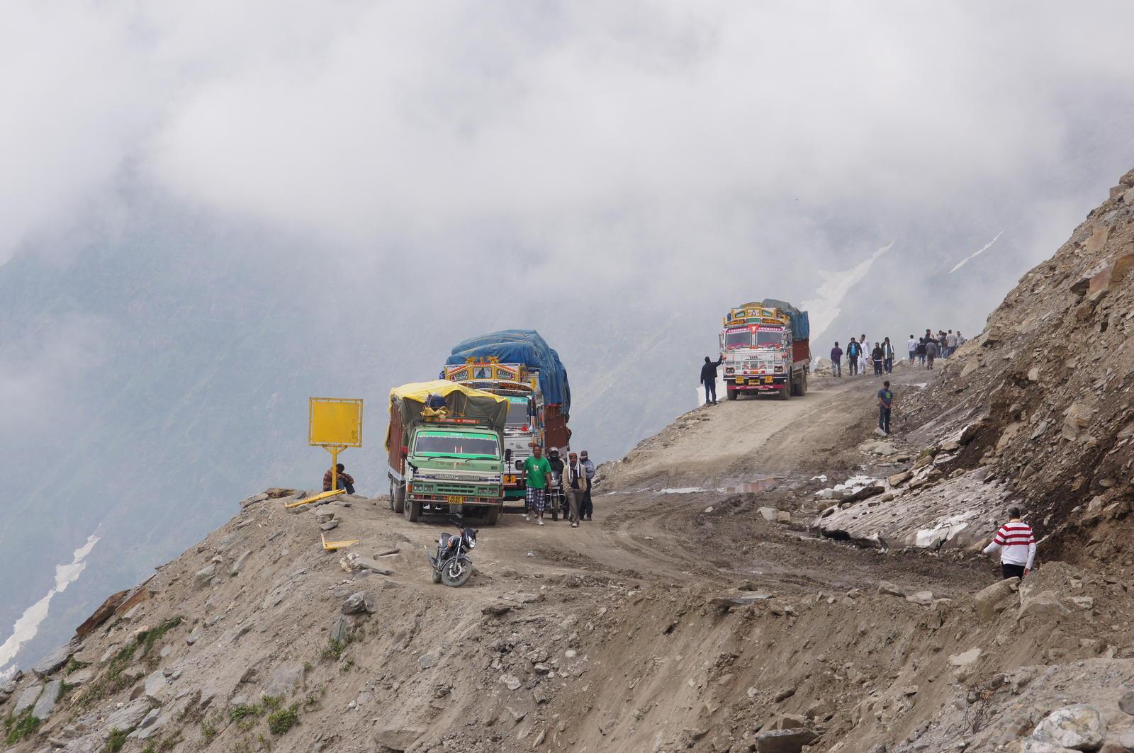 Tramo sin asfaltar en el Rohtang Pass