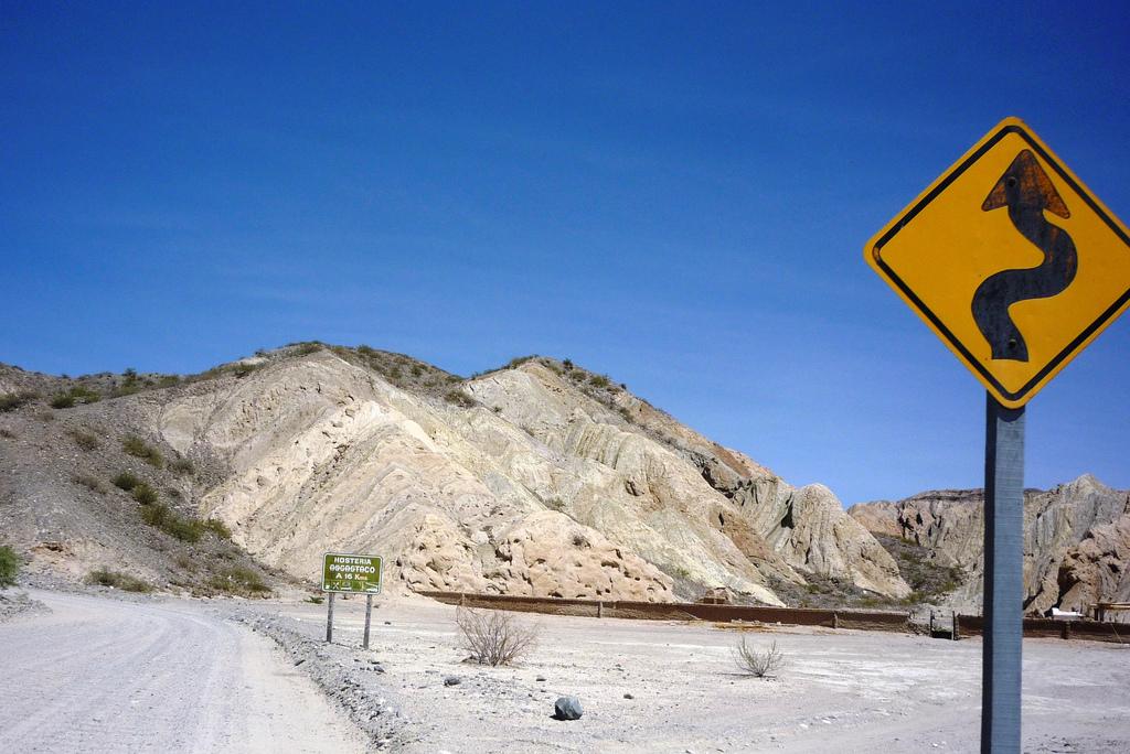 Señal de tráfico en la Quebrada del las Flechas
