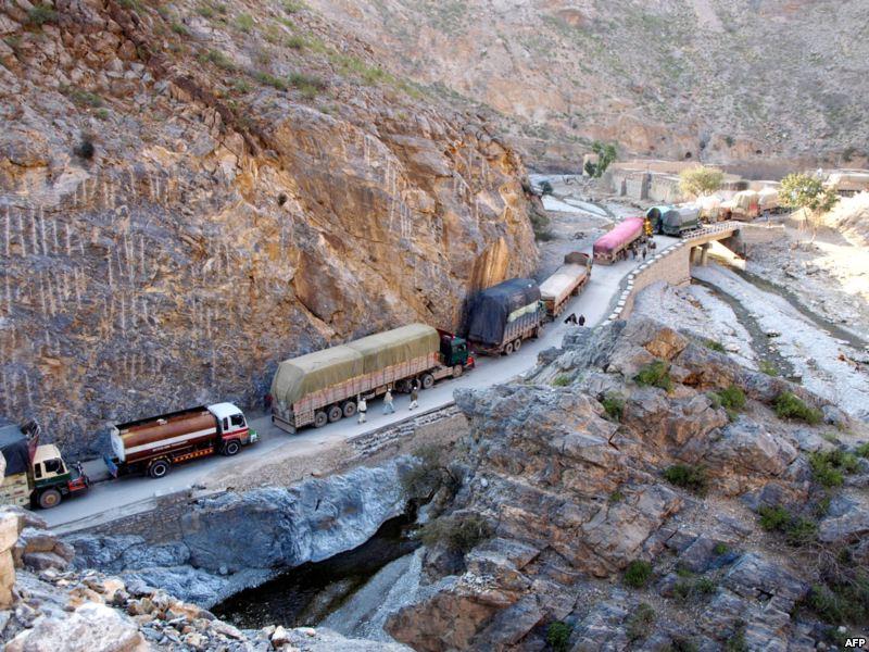 Caravana de tráfico pesado en el Khyber pass