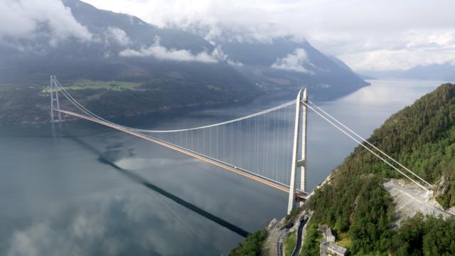 Puente de Hardanger, entre Oslo y Bergen, Noruega