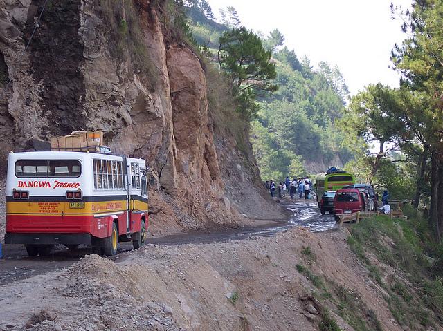 Un autobús en la carretera Halsema