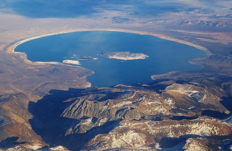 El Lago Mono desde el aire