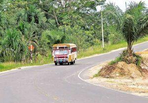 Típico camión local por la carretera Iquitos Nauta
