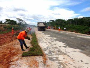 Tareas de mantenimiento en la Iquitos Nauta