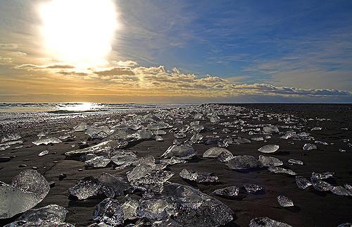 Fragmentos de hielo de Jökulsárlón provenientes de Diamond Beach